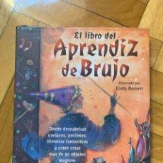 Libros de segunda mano: EL LIBRO DEL APRENDIZ DE BRUJO - ILUSTRADO POR LINDY BURNETT - D7. Lote 241632360
