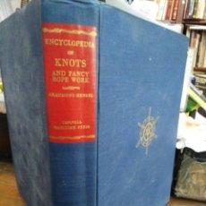 Libros de segunda mano: ENCYCLOPEDIA OF KNOTS-AND FANCY ROPE WORK-JOHN HENSEL-EDITA CORNELL MARITIME PRESS 1970-EN INGLES. Lote 244533070