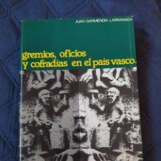 Libros de segunda mano: GREMIOS, OFICIOS Y COFRADÍAS EN EL PAÍS VASCO. Lote 244881425