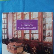 Libros de segunda mano: LA FARMÀCIA A LES ILLES BALEARS - FRANCESC BUJOSA I. JOAN MARCH. Lote 245085050
