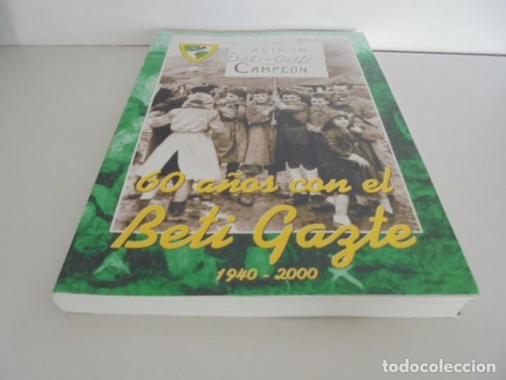 Libros de segunda mano: 60 AÑOS CON EL BETI GAZTE. 1940-2000. AYUNTAMIENTO DE LESAKA. 2000. - Foto 3 - 245217140