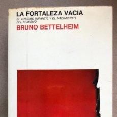 Libros de segunda mano: LA FORTALEZA VACIA. BRUNO BETTELHEIM. EL AUTISMO INFANTIL Y EL NACIMIENTO DEL SÍ MISMO.ED. LAIA 1981. Lote 133621434