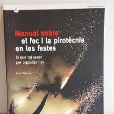 Libros de segunda mano: MANUAL SOBRE EL FOC I LA PIROTÈCNIA EN LES FESTES / JORDI BERTRAN / COMO NUEVO. AGOTADO EN TIENDAS.. Lote 248996360