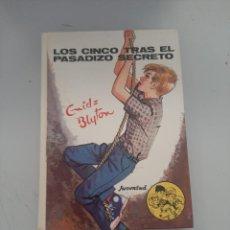 Libros de segunda mano: LOS CINCO TRAS EL PASADIZO SECRETO. Lote 249544935