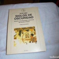 Libros de segunda mano: SIGLOS DE OSCURIDAD.DESAFIO A LA CRONOLOGIA TRADICIONAL DEL MUNDO ANTIGUO.PETER JAMES.CRITICA 1993. Lote 253744075