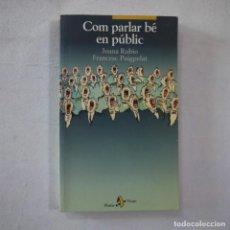 Libros de segunda mano: COM PARLAR BÉ EN PÚBLIC - JOANA RUBIO I FRANCESC PUIGPELAT - PÓRTIC - 2002 - EN CATALAN. Lote 254952100