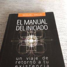 Libri di seconda mano: EL MANUAL DEL INICIADO UN VIAJE DE RETORNO A TU EXISTENCIA DE MIGUEL VALLS. Lote 259237880