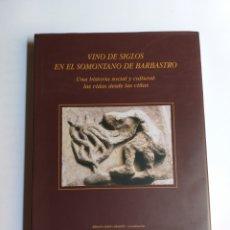 Libros de segunda mano: VINO DE SIGLOS EN EL SOMONTANO DE BARBASTRO. UNA HISTORIA SOCIAL Y CULTURAL LAS VIDAS DESDE LAS VIÑA. Lote 261584550