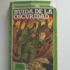 Libros de segunda mano: HUIDA DE LA OSCURIDAD - LIBRO JUEGO TÚ ERES EL HÉROE LOBO SOLITARIO 1 ALTEA JUNIOR AÑOS 80 AVENTURA. Lote 262613485