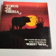 Libros de segunda mano: TOROS DE IBERIA. VIDA Y MUERTE DEL TORO DE LIDIA. ROBERT VAVRA. Lote 262918625