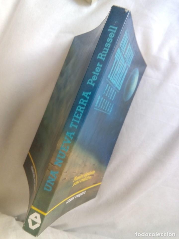 Libros de segunda mano: UNA NUEVA TIERRA / PETER RUSSELL - Foto 3 - 263703130