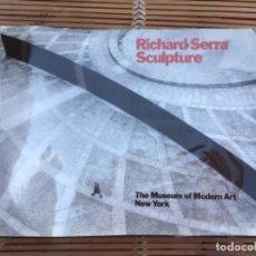 Libros de segunda mano: RICHARD SERRA. SCULPTURE. ROSALINDA E. KRAUSS. THE MUSEUM OF MODERN ART NEW YORK. 1986. 1ª EDICIÓN.. Lote 265761719