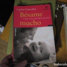 Libros de segunda mano: BÉSAME MUCHO. CÓMO CRIAR A TUS HIJOS CON AMOR - CARLOS GONZÁLEZ - TEMAS DE HOY... NUEVO!. Lote 269245543