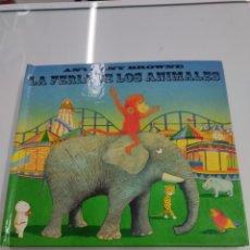 Libros de segunda mano: LA FERIA DE LOS ANIMALES ANTHONY BROWNE POP UP PRIMERA EDICION 2002 RARO INTERACTIVO. Lote 272240713