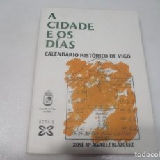 Libros de segunda mano: XOSÉ Mª ÁLVAREZ BLAZQUEZ A CIDADE E OS DÍAS CALENDARIO HISTÓRICO DE VIGO (GALLEGO) W8042. Lote 275844278