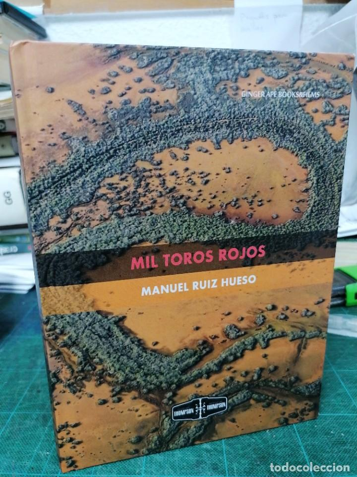 MIL TOROS ROJOS. MANUEL RUIZ HUESO (Libros de Segunda Mano - Historia - Otros)