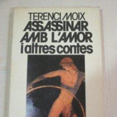 Libros de segunda mano: TERENCI MOIX, ASSASSINAR AMB L'AMOR I ALTRES CONTES, EDICIONS 62. Lote 277821713
