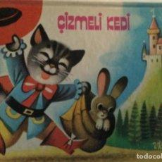 Libros de segunda mano: ÇIZMELI KEDI ( EL GATO CON BOTAS ). TURQUIA, 1985 ( IMPRESO EN CHECOESLOVAQUIA) 20X26CM. DEPLEGABLE. Lote 278270118
