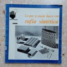 Libros de segunda mano: COMO HACERLO CEAC. LO QUE SE PUEDE HACER CON RAFIA SINTÉTICA. 1972. Lote 278483438