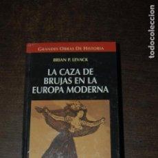 Libros de segunda mano: LA CAZA DE BRUJAS EN LA EUROPA MODERNA. BRIAN P. LEVACK. Lote 278980333