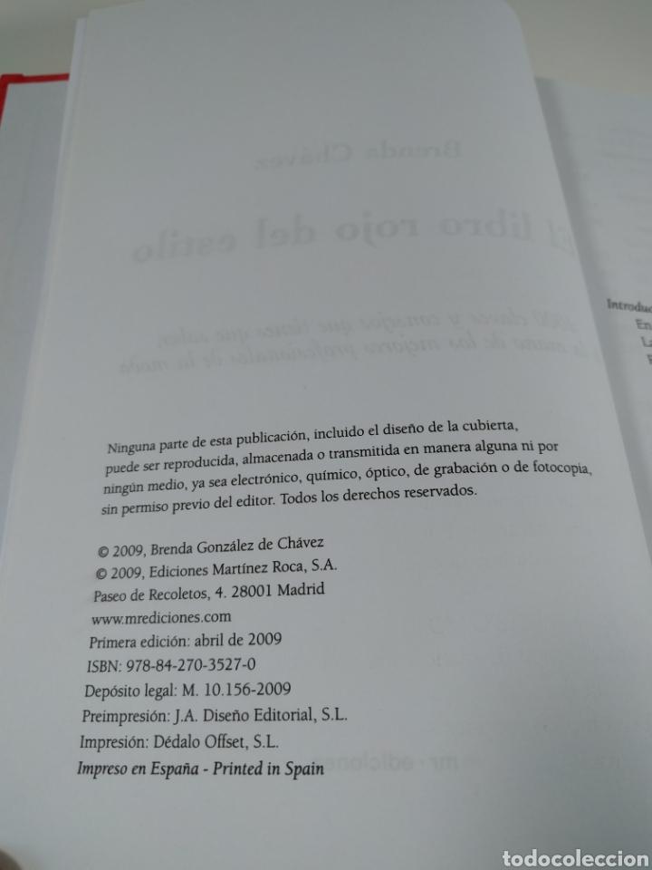 Libros de segunda mano: El libro rojo del estilo. 1000 claves y consejos. Brenda Chávez. - Foto 2 - 287706528