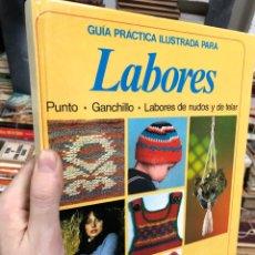 Libros de segunda mano: GUIA PRÁCTICA DE LABORES: PUNTO, GANCHILLO, NUDOS Y DE TELAR. Lote 287792698