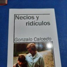 Libros de segunda mano: NECIOS Y RIDÍCULOS GONZALO CALCEDO. Lote 288095243