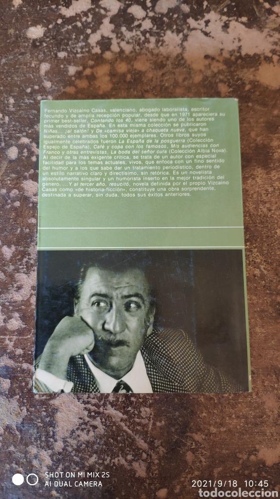 Libros de segunda mano: ...Y AL TERCER AÑO, RESUCITO (FERNANDO VIZCAINO CASAS) (COLECCION FABULA) - Foto 2 - 288160103