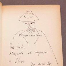 Libros de segunda mano: EL VIAJERO MÁS LENTO - ENRIQUE VILA-MATAS - 1ª ED. - DEDICATORIA Y DIBUJO DE VILA MATAS. Lote 288989488