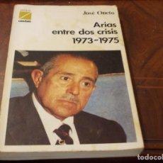 Libros de segunda mano: ARIAS ENTRE DOS CRISIS 1973-1975, JOSÉ ONETO. TEMAS CAMBIO16, 1.975. Lote 289494758
