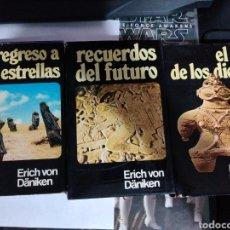 Libros de segunda mano: ERICH VON DANIKEN RECUERDOS DEL FUTURO Y REGRESO A LAS ESTRELLAS EL ORO DE LOS DIOSES. Lote 294481898
