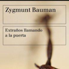 Libros: EXTRAÑOS LLAMANDO A LA PUERTA ZYGMUNT BAUMAN. Lote 277761663