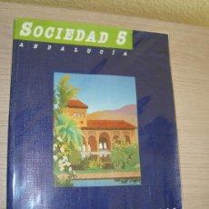 Libros de segunda mano: SOCIEDAD 5º EGB CICLO MEDIO EDITORIAL SANTILLANA AÑO 1990. Lote 31196576