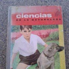 Libros de segunda mano: CIENCIAS DE LA NATURALEZA -- PARA NIÑOS DE 9 A 10 AÑOS -- EDICONES S.M. -- 1964 --. Lote 206313098