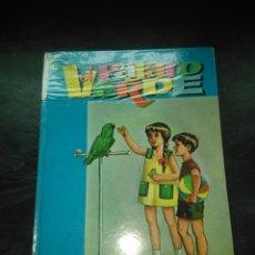 Libros de segunda mano: EL PAJARO VERDE SM 4 EDICION MARTIN VALMASEDA SANTILLANA, FORRADO COM PLÁSTICO, VER FOTOS. Lote 101183263