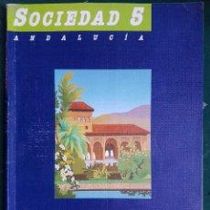 Libros de segunda mano: SOCIEDAD 5 ANDALUCIA - EGB CICLO MEDIO - EDITORIAL SANTILLANA. Lote 115798823