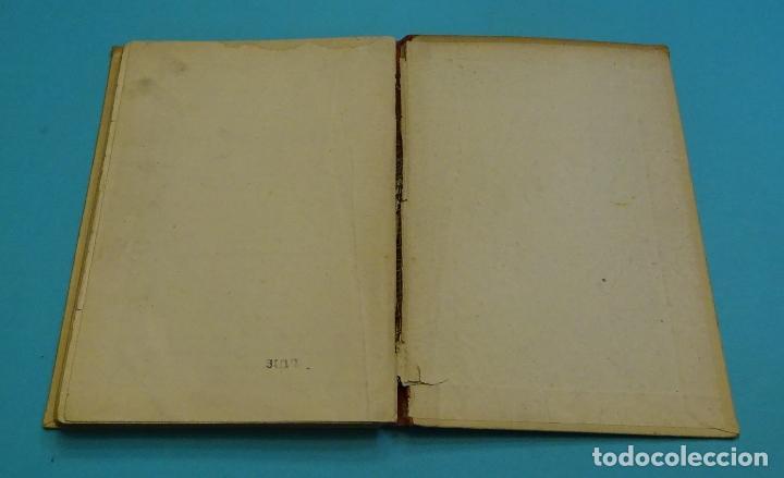 Libros de segunda mano: ESCUDO IMPERIAL. HIJOS DE SANTIAGO RODRÍGUEZ. ILUSTRACIONES DE FORTUNATO JULIÁN. 1943 - Foto 4 - 130959920