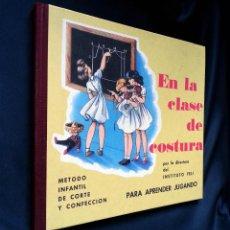 Libros de segunda mano: EN LA CLASE DE COSTURA (FACSÍMIL) | DUCE RIPOLLÉS | EDICIONES ALTAYA, S.A. 2008. Lote 155866894