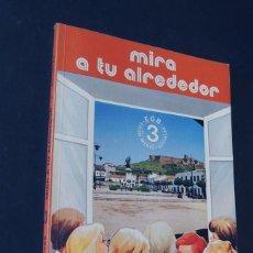 Libros de segunda mano: MIRA A TU ALREDEDOR / SOCIALES 3º E.G.B. / ED. EDELVIVES AÑO 1982 / SIN USAR. Lote 159402698