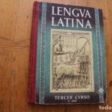 Libros de segunda mano: LENGUA LATINA TERCER CURSO 4º EDITORIAL LUIS VIVES 1957 . Lote 175926393