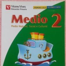 Libros de segunda mano: 2º PRIMARIA, MEDIO NATURAL, SOCIAL E CULTURAL, MUNDO DE CORES, VICENS VIVES, 2008 /// MATEMÁTICAS. Lote 177289323