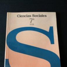 Libros de segunda mano: LIBRO DE TEXTO EDELVIVES CIENCIAS SOCIALES 7 EGB. Lote 179138155