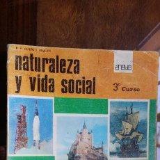 Libros de segunda mano: NATURALEZA Y VIDA SOCIAL 3 TERCER CURSO, DE R.B. GIMENO GUILLÉN. ANAYA 1966. Lote 201144427