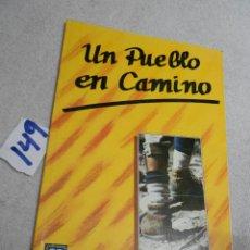 Libros de segunda mano: ANTIGUO LIBRO DE TEXTO - UN PUEBLO EN CAMINO. Lote 207238453