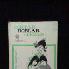 Libros de segunda mano: CORTAR DOBLAR Y PEGAR. ALBERT BOEKHOLT. TRABAJOS DE ENTRETENIMIENTO EN PAPEL Y CARTON. Lote 216796368