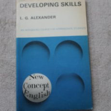Libros de segunda mano: DEVOLOPING SKILLS L.G.ALEXANDER 1974. Lote 221956692