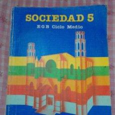 Libros de segunda mano: EGB SOCIEDAD 5 SANTILLANA. Lote 227774365