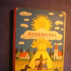 Libros de segunda mano: JOSEF BEY: - ÄHRENFIBEL. EINE GANZHEITSFIBEL - (DÜSSELDORF, 1957). Lote 230369130