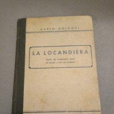 Libros de segunda mano: LA LOCANDIERA CARLO GOLDONI PALMA DE MALLORCA EDT. ALCOVER. Lote 295872853