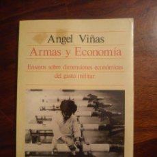 Libros: ÁNGEL VIÑAS ARMAS Y ECONOMÍA ENSAYOS SOBRE DIMENSIONES ECONÓMICAS DEL GASTO MILITAR . Lote 44914524